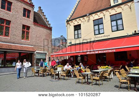Bruges, Belgium - May 11, 2015: Tourist At Outdoor Cafe In Bruges, Belgium.