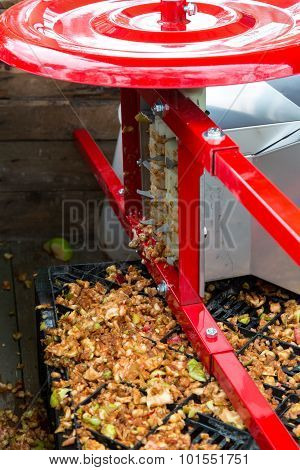 Traditional Machine To Chop Apples