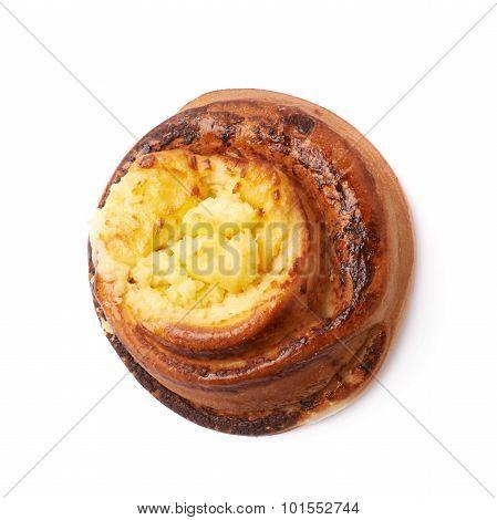 Sweet cinnamon bun roll isolated