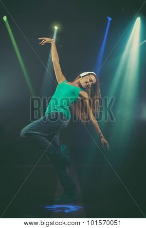 Dynamic animated woman jumping.