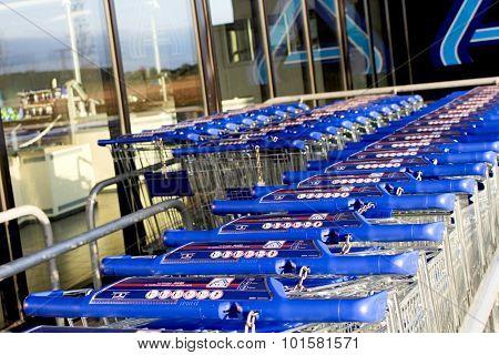 Cart of the Aldi brand