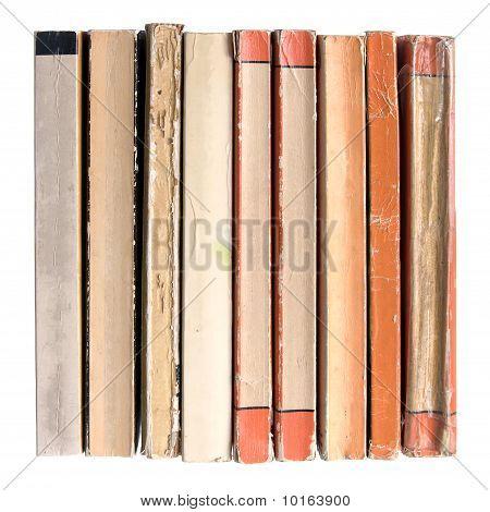 Fila de viejos libros