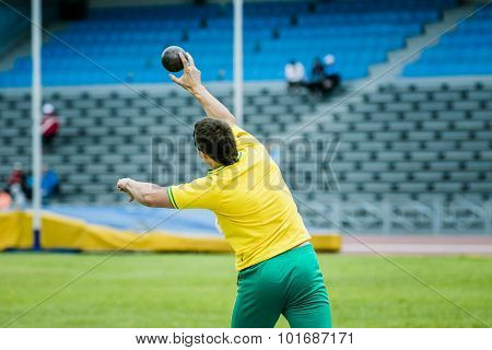 men athlete shot put at competitions