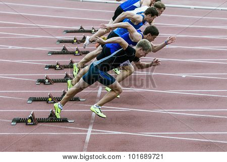 sprint start in track and field