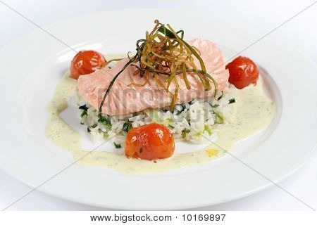 Salmon with rice and tomatoes