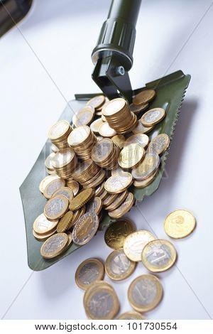 shovel with money