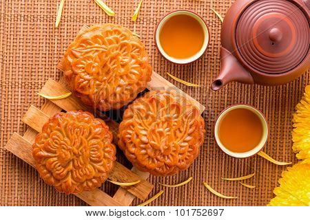 Chinese moon cake and tea