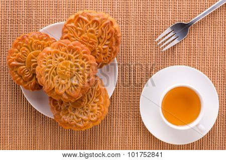 Moon cake and tea