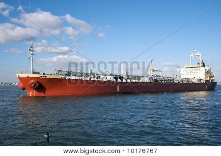 Oil cargo tanker