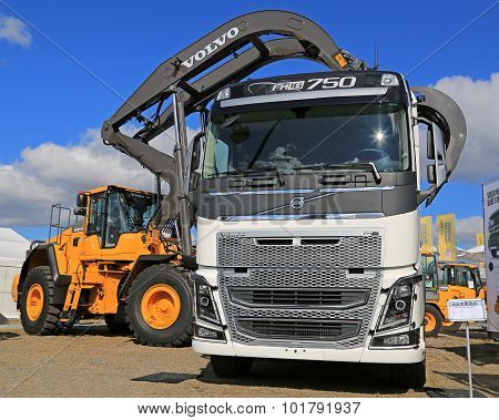 Volvo FH16 750 Truck And Wheel Loader With Log Grapples