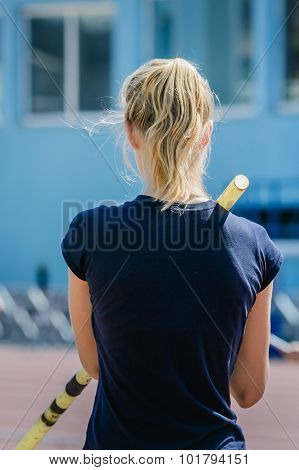 pole vault girl is preparing for the attempt