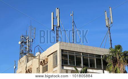 Telecommunication Antenna And Equipment