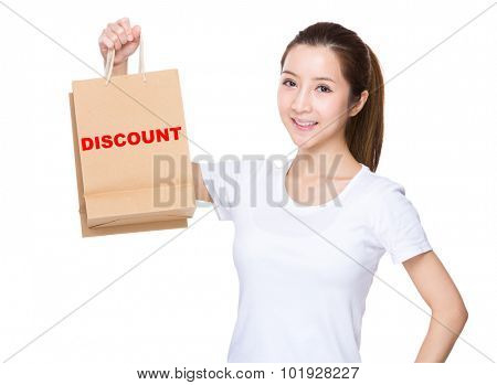 Woman hold with shopping bag and showing a word of discount