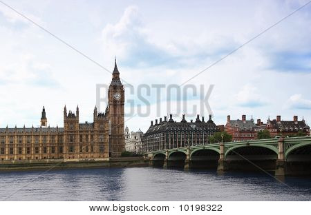 Westminster Bridge with Big Ben clock tower in London.