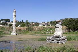 image of artemis  - Temple of Artemis is one of the 7 wonders of the world of antiquity - JPG