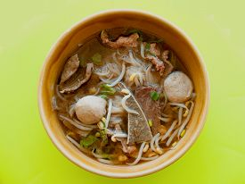 picture of noodles  - Noodle soup with beef Besides the charm of beef noodles sweet use of space - JPG