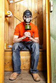 picture of respirator  - Respirator protects visitor of WC from stinky smell - JPG