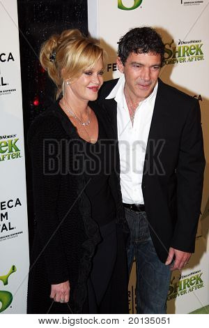 NEW YORK - APRIL 21: Melanie Griffith and Antonio Banderas attend the
