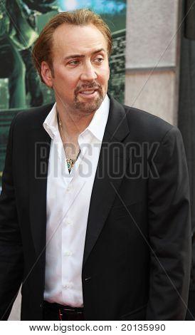 """NOVA YORK - 6 de julho: Ator Nicolas Cage assiste a estréia de """"O aprendiz de feiticeiro"""" no novo"""