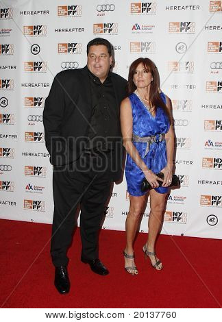 """NUEVA YORK - el 10 de octubre: Actor Steve Schrippa asiste a la Premier de """"Más allá"""" en el Alice Tully Hall"""