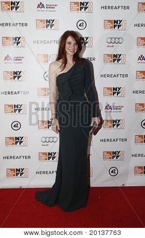"""NUEVA YORK - el 10 de octubre: Actriz Bryce Dallas Howard asiste a la Premier de """"Más allá"""" en Alice Tull"""