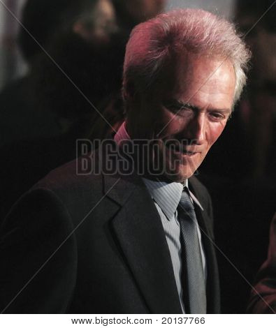 "NOVA YORK - 10 de outubro: Clint Eastwood participa da estréia de ""Vida"" no Alice Tully Hall, no"