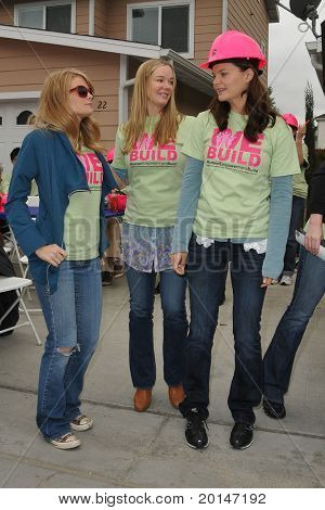 LOS ANGELES - MAY 14:  Kim Matula, Jennifer Gareis, Heather Tom at the Habitat for Humanity Women's Empowerment Build at Carl Street on May 14, 2011 in Pacoima, CA