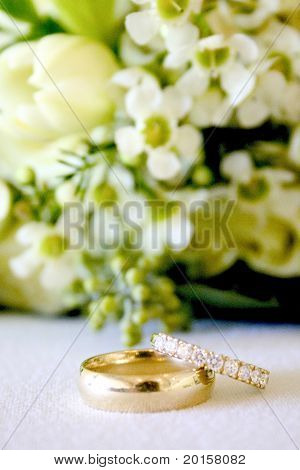 beautiful wedding bands with details