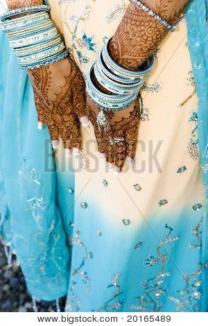 Henna Hände an indische Hochzeit