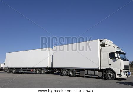 close-ups of white truck under clear blue sky