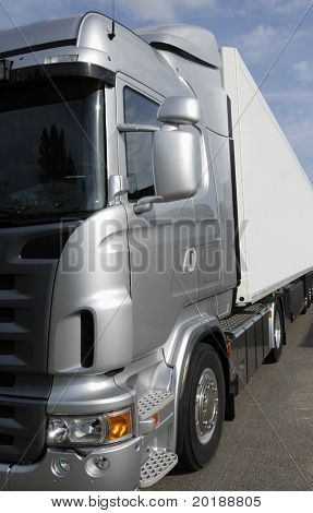 truck frontal close-up, new silver-grey chassi, no trademarks