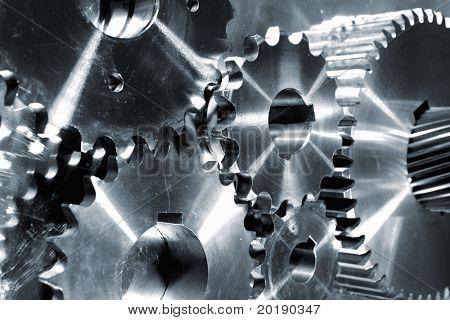 Titanium en staal delen, tandwielen en tandwielen in metalen blauwe toning