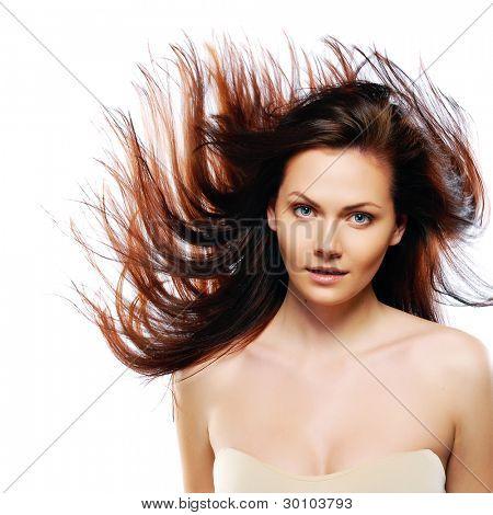 Beauty Model im Studio mit Haaren von Wind geblasen