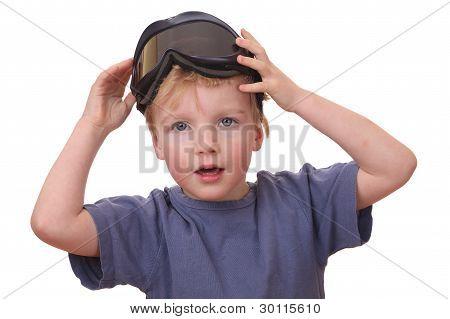 Niño con gafas de esquí