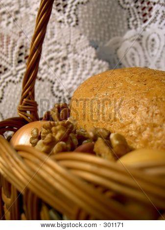 Bread_and_walnuts