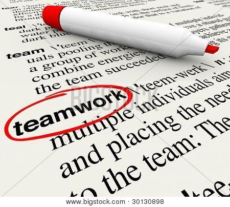 eine Wörterbuch-Seite mit dem Wort Teamarbeit eingekreist, Bedeutung des Konzepts der Teamarbeit zu geben