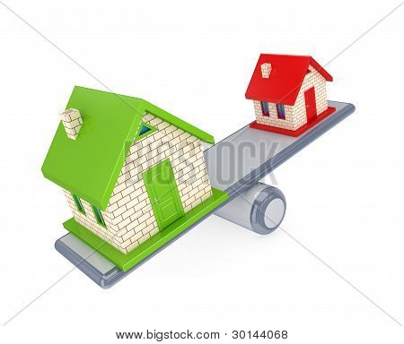 Casa pequena e grande casa em uma balança simples.