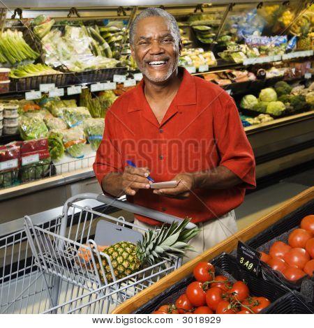 Hombre de compras.