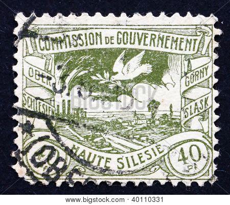 Postage Stamp Gdr 1920 Dove Flying Over Silesian Terrain