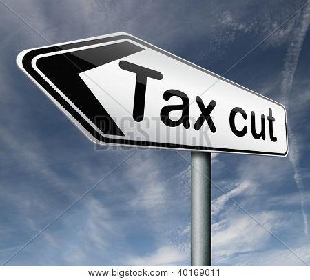 Corte inferior de impuestos o reducir los impuestos pagando tarifa baja menos que una reducción