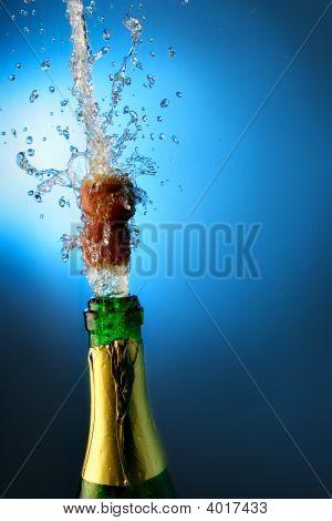 Botella de Champagne con salpicaduras