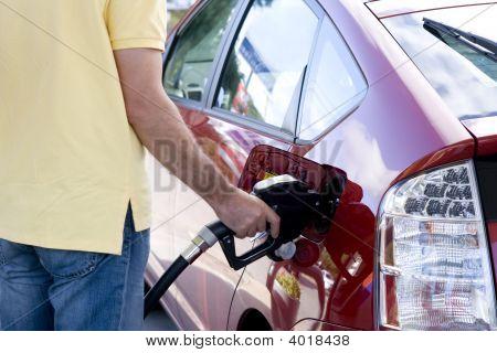 Llenar el tanque de un automóvil