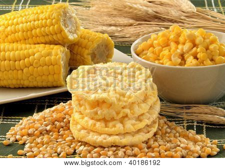 Diet corn crackers dehydrated cakes.