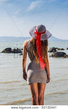 Young Girl Looks To The Sea In The Hat