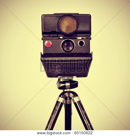 picture of an old instant camera in a tripod with a retro effect