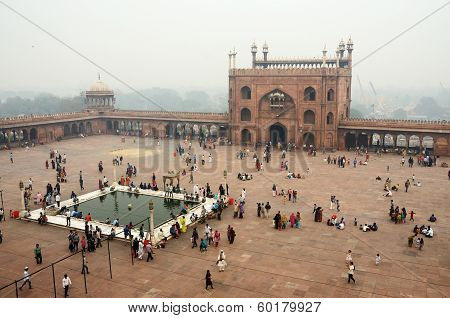 Wworshippers visiting Masjid-i Jahan-Numa mosque,Old Delhi,India
