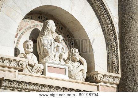 Statuary Pisa