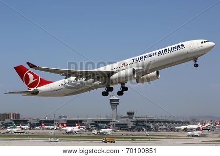 Turkish Airlines Airbus A330-300 Istanbul Airport