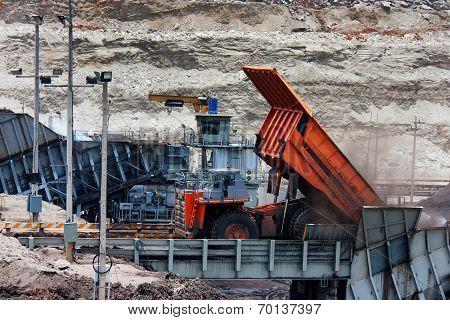 mining truck unload coal