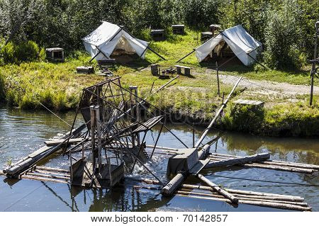 Water-current-powered fish trap on the Chena River